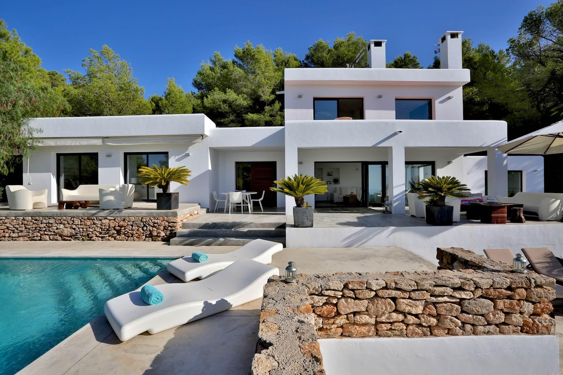 moderna villa vacacional con vistas al mar y puestas de sol ibiza style. Black Bedroom Furniture Sets. Home Design Ideas