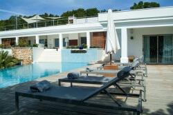 Holiday villa overlooking Cala Jondal Villa de vacaciones en Ibiza Cala Jondal